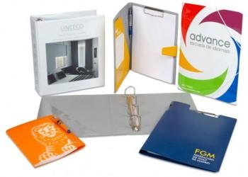 TRIPLE Q: Neceseres, carpetas y fundas de plástico reciclable a medida.carpetas-archivadores-y-portablocs-de-plastico-reciclable-rigido-o-encartonado-personalizables.1586950019CC01A_CaTeGoW1000_selección-carpetas-personalizables-archivadores-portablocs-tomanotas-con-gomas-anillas-pinza.jpg